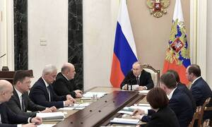 Путин поручил запустить новый инвестиционный цикл для ускорения роста экономики