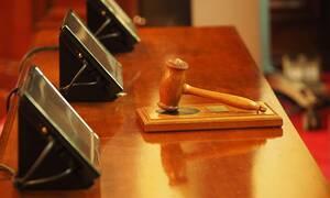 Δίκη «θρίλερ»: Μπήκε στην αίθουσα με όπλο και αυτοκτόνησε όταν άκουσε την ποινή του