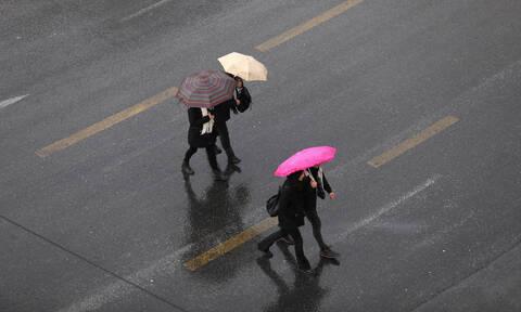 Καιρός: Ραγδαία επιδείνωση τις επόμενες ώρες - Βροχές, καταιγίδες και πτώση της θερμοκρασίας