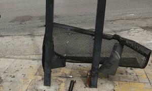 Τρόμος στη Γλυφάδα: Λεωφορείο έπεσε σε στάση
