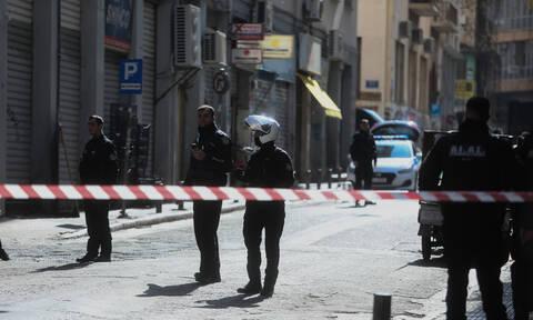 Οι πρώτες εικόνες από την άγρια συμπλοκή στο κέντρο της Αθήνας