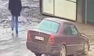 Φίλοι μάλωναν μέσα στο αυτοκίνητο – Ξαφνικά ο ένας έκανε κάτι απίστευτο (pics)