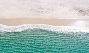 Πήγε σε προστατευόμενη παραλία και η πράξη του προκάλεσε σάλο (pics)