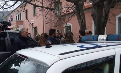 Κρήτη: Τη Δευτέρα η απολογία του 43χρονου για το φονικό - Τεταμένο το κλίμα έξω από τα δικαστήρια