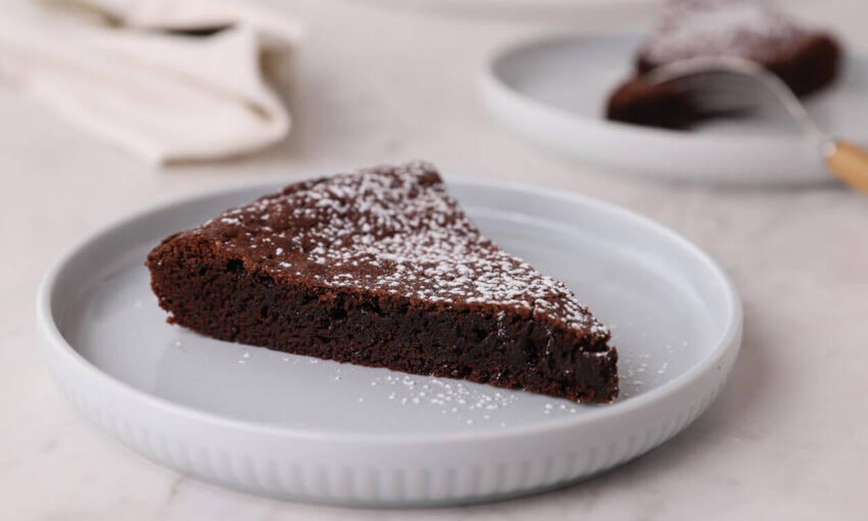 Η γλυκιά συνταγή της ημέρας: Σουηδική σοκολατόπιτα (Kladdkaka)