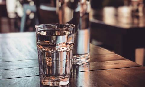 Τελικά πόσο νερό πρέπει να πίνουμε κάθε μέρα;