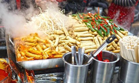 Γιατί ο κόσμος λατρεύει τόσο το street food;