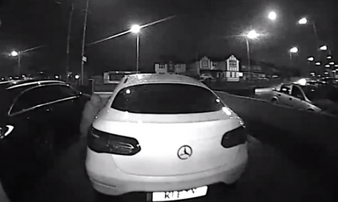 Δείτε πώς κλέβουν πολυτελές αμάξι μέσα σε ένα λεπτό (pics&vid)