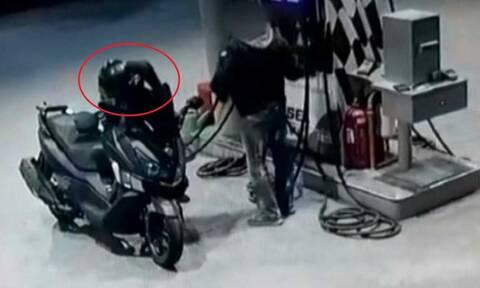 Βίντεο-ντοκουμέντο: Έτσι λήστευε βενζινάδικα ο 29χρονος αστυνομικός