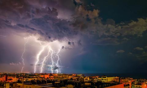 Καιρός ΤΩΡΑ: Η κακοκαιρία «χτυπά» τη χώρα - Πού βρέχει τώρα