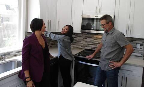 Χαμός στην αμερικανική TV με ριάλιτι που ψάχνει σπίτι σε… τρίο (vid)