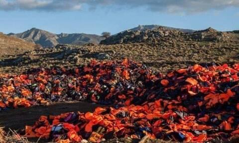 Μυτιλήνη: Με σωσίβια και βάρκες αποκλείουν την περιοχή που θα κατασκευαστεί η νέα δομή (pics)