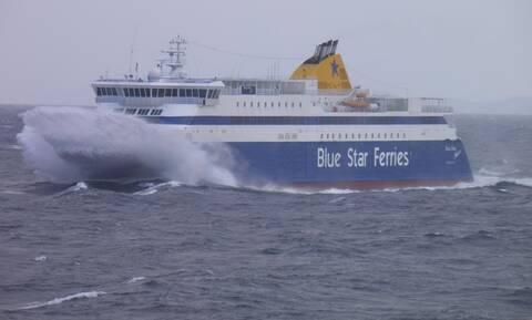 Θρίλερ στη Ρόδο: Αγωνία για τους επιβάτες του Blue Star 2 - Μάχη με τους θυελλώδεις ανέμους