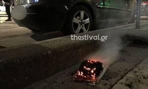 Περίεργο περιστατικό στη Θεσσαλονίκη: Προσπάθησε να πυρπολήσει ΙΧ με... χαρτί κουζίνας