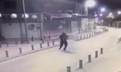 Απόπειρα δολοφονίας επιχειρηματία στην Αγ. Νάπα - Η στιγμή που ο δράστης ανοίγει πυρ (video)