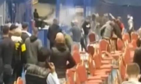 Τρομερά επεισόδια σε αγώνα μποξ Νέων - Πετούσαν καρέκλες και πυροσβεστήρες (pics+vid)
