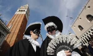 Φαντασμαγορικό Καρναβάλι στη Βενετία – Χιλιάδες παρακολούθησαν το «πέταγμα του Αγγέλου»