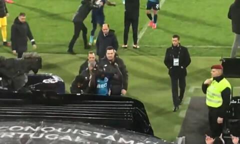 Σάλος με ρατσιστική επίθεση σε παίκτη της Πόρτο, απάντησε με άσεμνες χειρονομίες (video+photo)