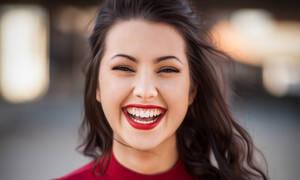 Αυτά είναι τα 5 top hacks για να έχεις πάντα λευκά δόντια