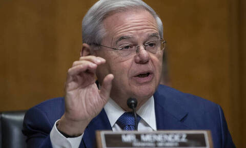 Αυτός είναι ο ατρόμητος γερουσιαστής που σώζει Ελλάδα και Κύπρο
