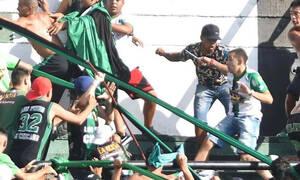 Σοκαριστικά επεισόδια στην Αργεντινή: Χούλιγκαν κυνηγούσε με μαχαίρι τους οπαδούς! (photos+videos)
