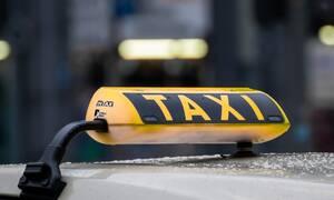 Ταξιτζής «κόλλησε» στην κίνηση και άρχισε… τους κοιλιακούς (video)