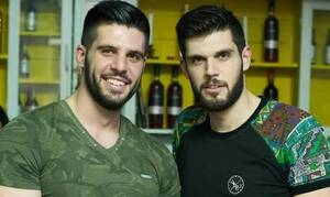 Droulias Brothers: Έγιναν... αυτοκόλλητα στα social media (photos)