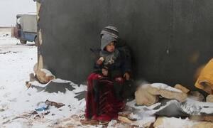 Τραγωδία στη Συρία: Αθώοι άνθρωποι πεθαίνουν από το κρύο (vid)