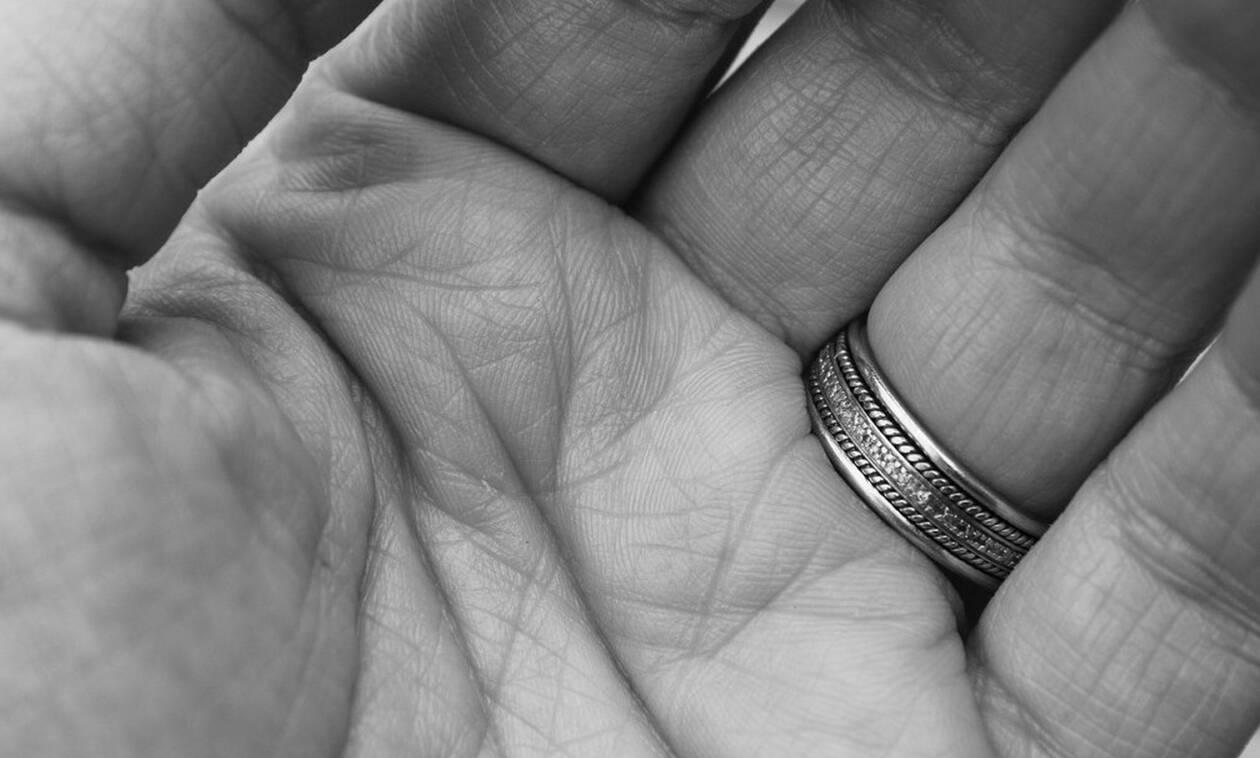 Έχασε το δαχτυλίδι της - Δεν φαντάζεσαι πού το βρήκε μετά από 47 χρόνια (pics)