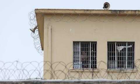 Τζακούζι σε κελί των φυλακών Κορυδαλλού