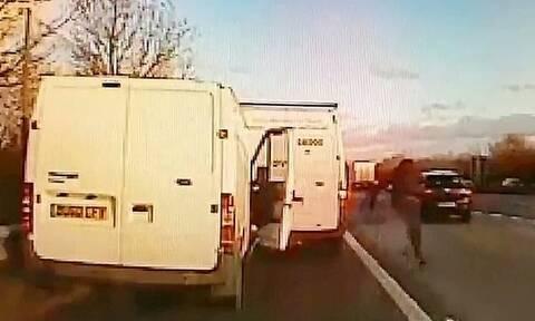 Τρομερές σκηνές! Κλέφτης πέρασε στο αντίθετο ρεύμα και «εξαφανίστηκε» (pics+vid)