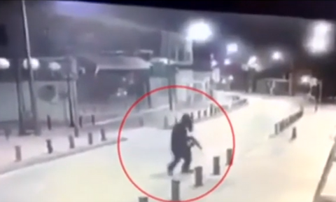 Αγία Νάπα: Νέο βίντεο ντοκουμέντο από τη στιγμή της επίθεσης - Τι δήλωσε η αδερφή της 26χρονης
