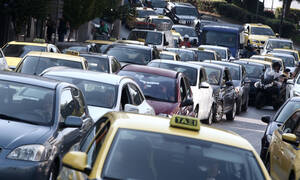Ημέρα ταλαιπωρίας: Κομφούζιο στους δρόμους από την απεργία για το ασφαλιστικό
