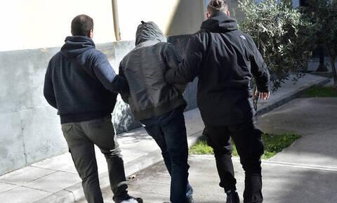 Πώς περιγράφει ο αστυνομικός-ληστής τις επιθέσεις του σε βενζινάδικα και περίπτερα
