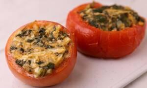 Η συνταγή της ημέρας: Ντομάτες γεμιστές με σπανάκι