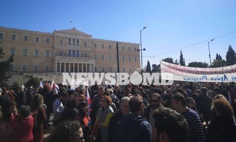 Απεργία: Στους δρόμους για το Ασφαλιστικό - Χιλιάδες πολίτες διαδήλωσαν στο κέντρο της Αθήνας