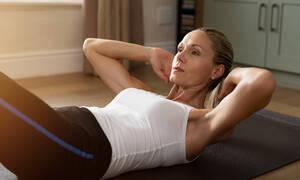 Γυμναστική μετά τον τοκετό με καισαρική: Πέντε εύκολες ασκήσεις για να χάσετε βάρος και λίπος (vid)
