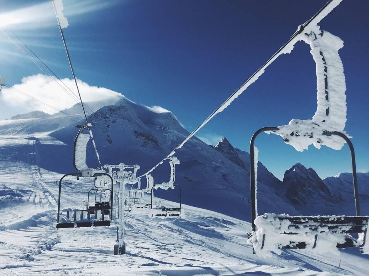 ski-lifts-1209812_1280-1.jpg