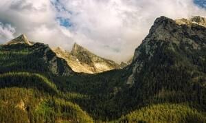 Φρικτός θάνατος για 22χρονο: Έπεσε από βράχο σε ύψος 58 μέτρων (vid)