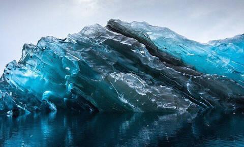 Πώς φαίνεται ένα παγόβουνο κάτω από την επιφάνεια της θάλασσας;