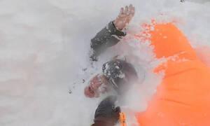 Συγκλονιστικές εικόνες: Η διάσωση μιας snowboarder που καταπλακώθηκε από χιονοστιβάδα