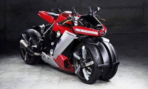 Η Lazareth LM 410 είναι μοτοσυκλέτα αλλά έχει τέσσερις τροχούς και κοστίζει 100.000 ευρώ!