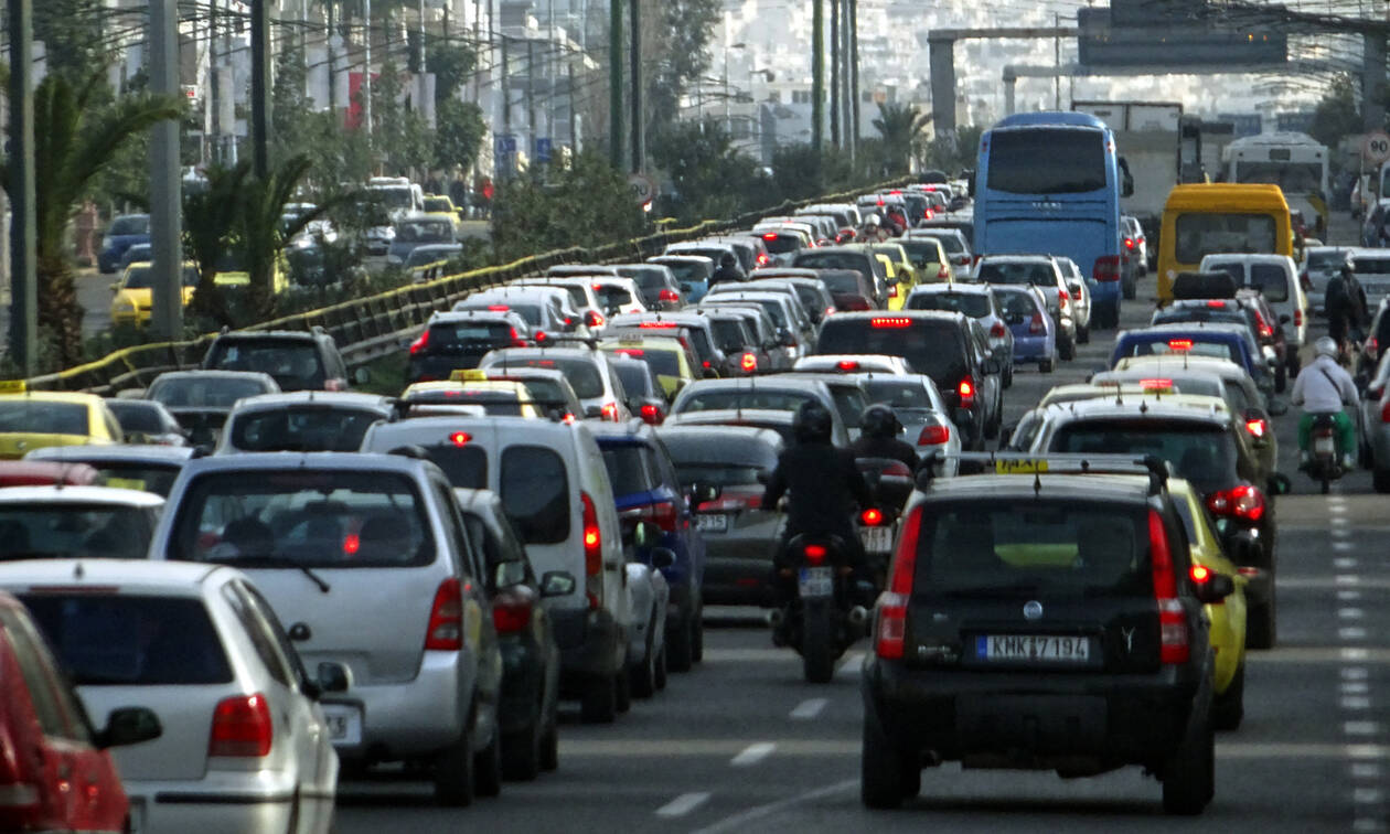 Μποτιλιάρισμα και ταλαιπωρία για τους οδηγούς - Ποιους δρόμους να αποφύγετε