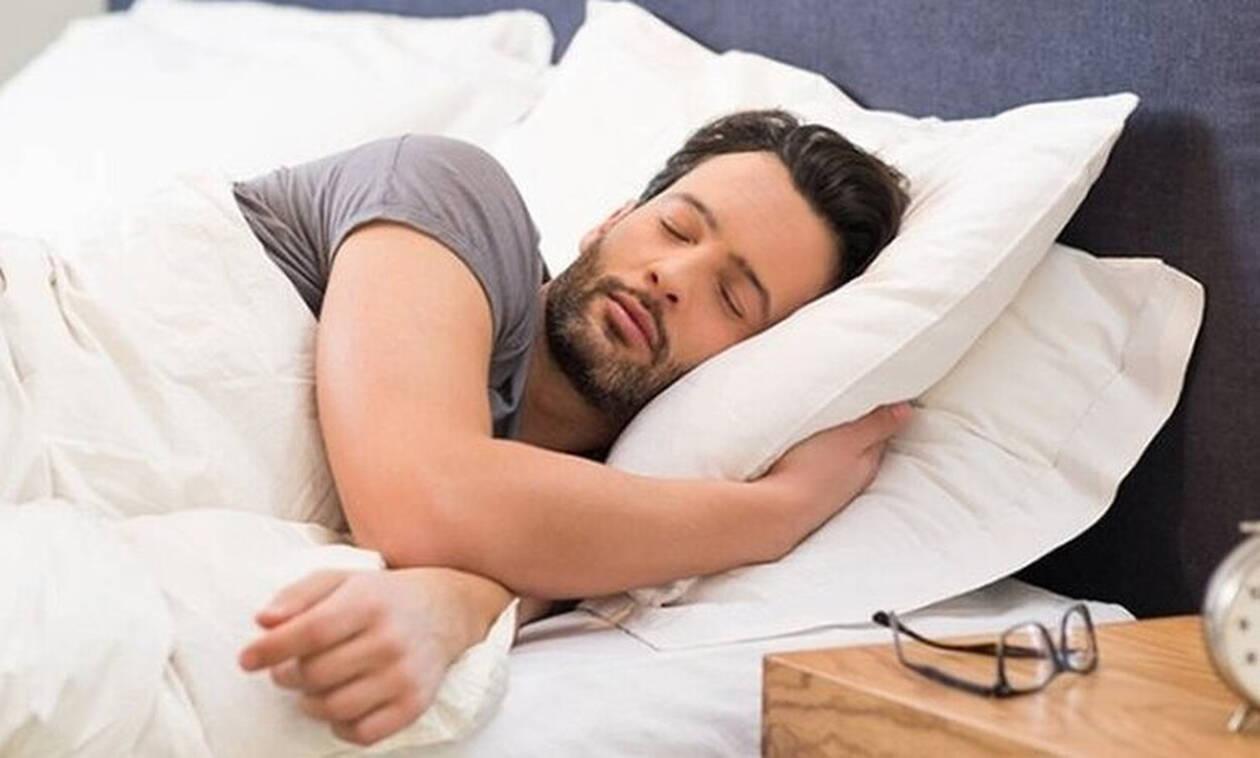Προσοχή: Κοιμάσαι στο αριστερό πλευρό; Δες τι σημαίνει για την υγεία σου
