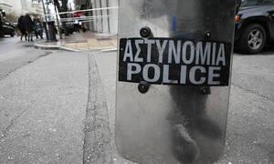Επεισόδια έξω από την ΑΣΟΕΕ - Τραυματίστηκε αστυνομικός