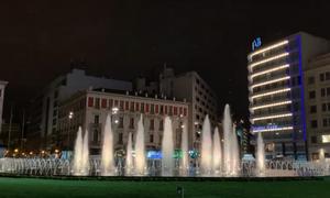 Η πλατεία Ομονοίας άλλαξε και ομόρφυνε: Εντυπωσιάζει το σιντριβάνι (vid)
