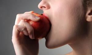 5 φρούτα που πρέπει να αποφύγετε στη δίαιτα (video)