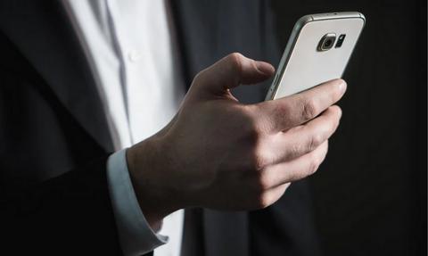 Χαμός με τις πενταψήφιες απάτες με SMS - Τι αλλάζει μετά τις υπέρογκες χρεώσεις