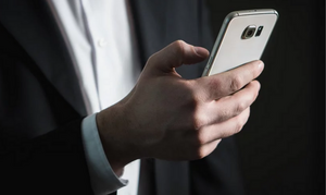 Σάλος με τις πενταψήφιες απάτες με SMS - Τι αλλάζει μετά τις υπέρογκες χρεώσεις