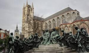 Ανατριχίλα: «Πάγωσαν» με αυτό που ανακάλυψαν σε προαύλιο εκκλησίας (pics)